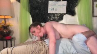 Szexi szőrös puncis csaj 69-es pózban szexel pasijával